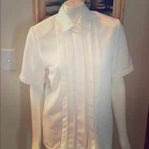 Beautiful vintage button down chiffon top. Size 4